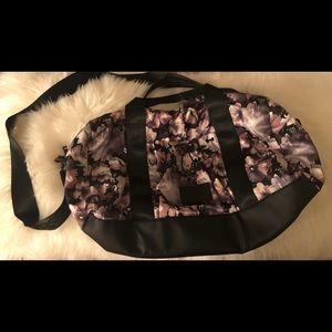 BEBE 21 inch weekend travel bag